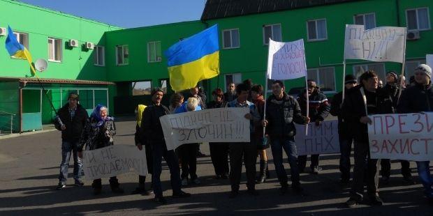 Учасники мітингу звинувачують Поплавського у підкупі виборців