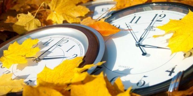 Часовая стрелка переводится на 1 (один) час назад / Фото: ukrafoto
