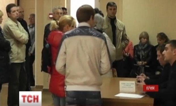 Оккупанты крымчанам выдают загранпаспорта из Краснодара