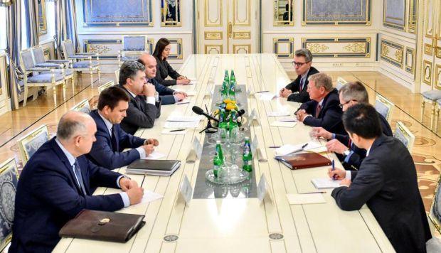 President Petro Poroshenko met with U.S. Senator James Inhofe in Kyiv on Tuesday / Photo from @poroshenko
