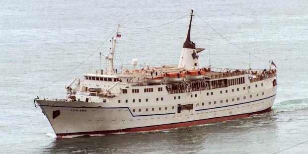 Российский лайнер Adriana нарушает режим оккупированного Крыма