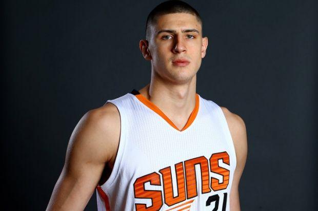 Среди звезд NBA играет и наш соотечественник Алексей Лэнь / basket-planet.com
