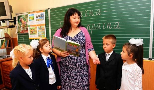 У школах України відзначають День вчителя / Фото УНІАН