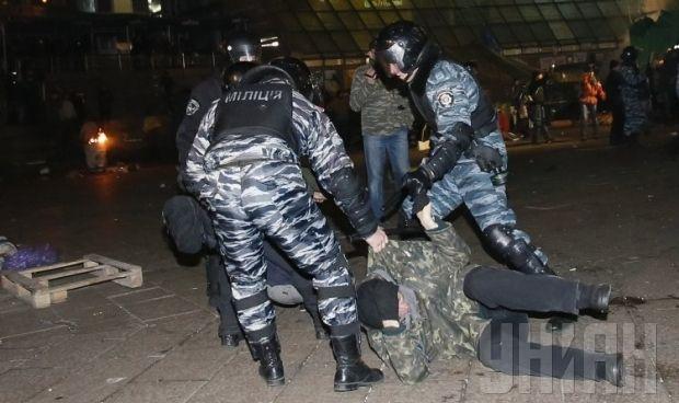 30 ноября, Киев, Беркут разгоняет протестующих / Фото УНИАН