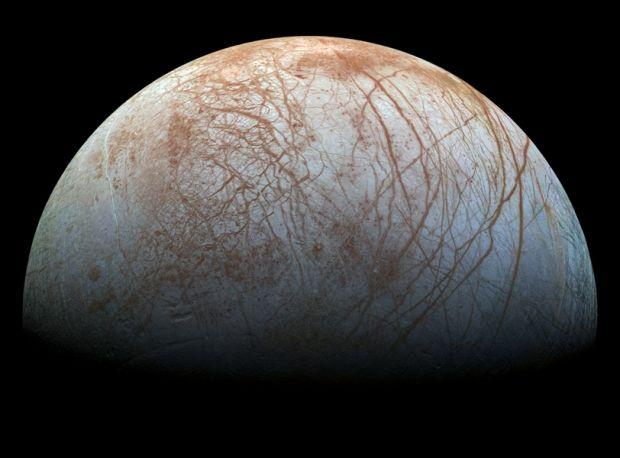 На фото можно заметить и Большое красное пятно / NASA