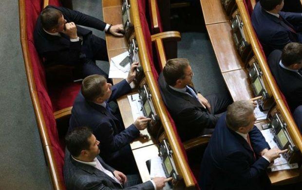 В Раде снова фиксируют кнопкодавство / фото facebook.com/chesno.movement