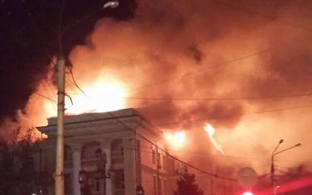 Загорелась крыша здания / vk.com