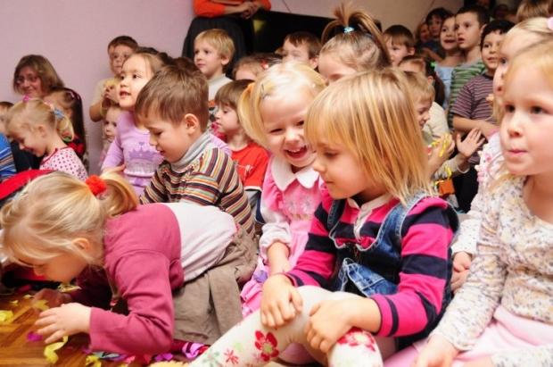 При усыновлении украинцы отдают преимущество маленьким детям / Фото: УНИАН