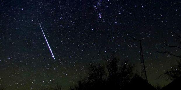 В эти выходные ожидается пик звездопада Персеиды / Иллюстрация skyandtelescope