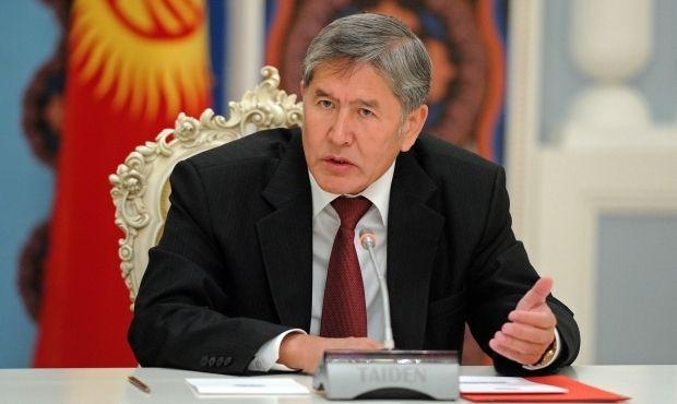 Екс-президента Алмазбека Атамбаєва затримали і відвезли в невідомому напрямку / president.kg