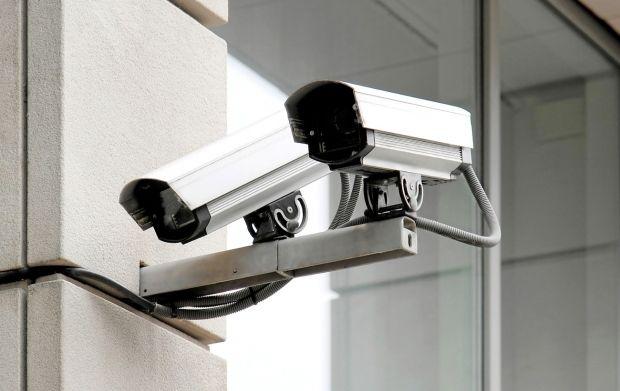 На Чернігівщині поліція розслідує факт незаконного обладнання приміщень ОВК №207 відеокамерами / фото freegreatpicture.com
