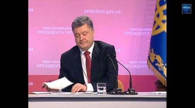 Ukrainian President Petro Poroshenko signed the law cancelling Ukraine's non-aligned status live on television.