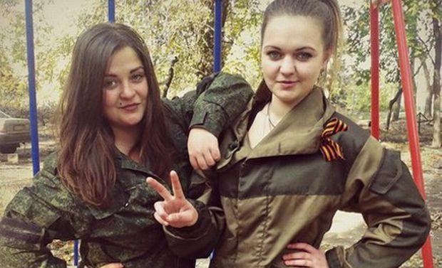 Анастасія разом з колишньою одногрупницею і теж снайпером Ангеліною Самбур / фото з соцмережі