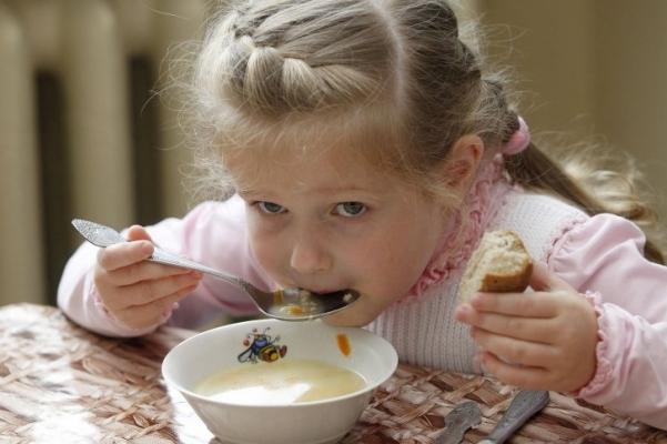 Рацион питания ребенка зависит от того, как питаются его родители / Фото: УНИАН