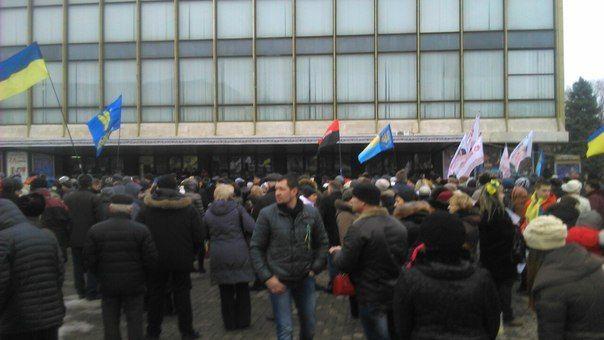 В Днепропетровске вышли более 2000 человек