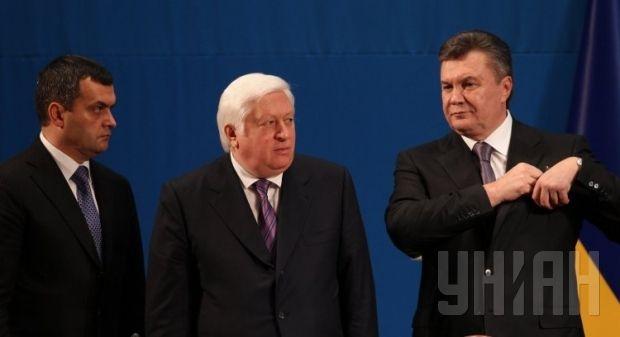 Zakharchenko, Pshonka and Yanukovych. Photo by UNIAN