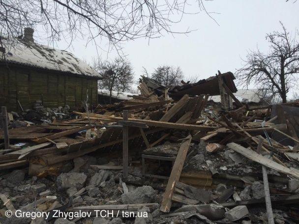 Боевики продолжают обстрелы жилых кварталов /  Фото: Григорий Жигалов / ТСН.ua