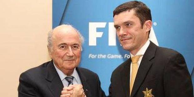 Менее недели назад Харченко и президент ФИФА Блаттер договорились о проведении в Украине Кубка Европы по пляжному футболу  / facebook.com/sharcenko