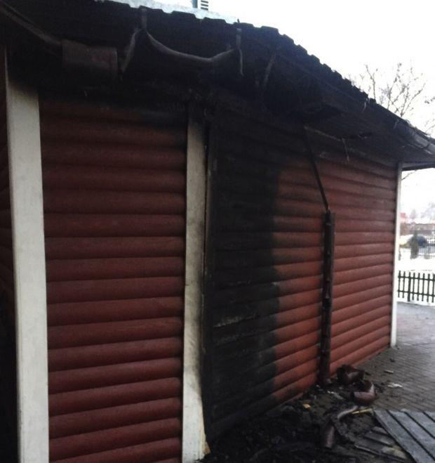 Вогнем пошкоджено зовнішню стіну храму.