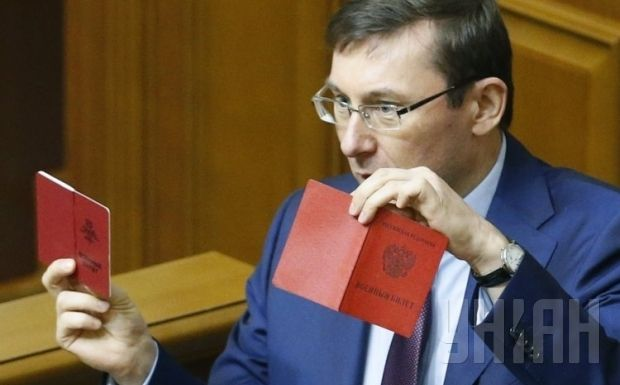 Member of Parliament Yuriy Lutsenko showing IDs of Russian troops in the Verkhovna Rada / Photo by UNIAN