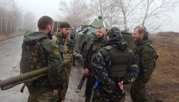 Азовцы вывезли последних мирных жителей с Широкиного