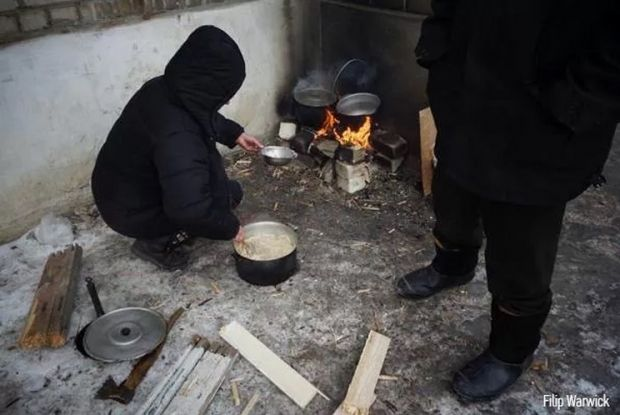 Residents of Debaltseve are cooking food / Photo from Hromadske