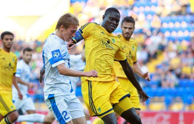 """Протягом восьми з половиною сезонів Папа Гуйє грав у складі """"Металіста"""" проти """"Дніпра"""" / fcdnipro.ua"""