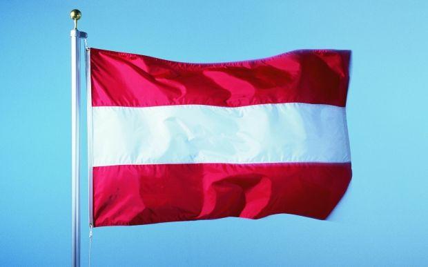 Глава австрийского банка подал в отставку из-за