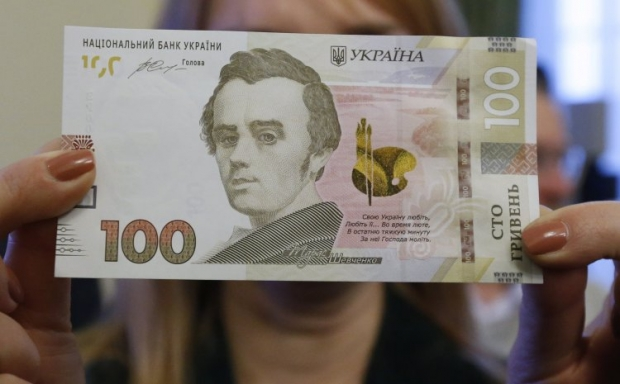 The new 100-hryvnia note has enhanced security features / Photo by UNIAN