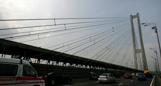 На мосту будут проводиться ремонтные работы / Фото УНИАН