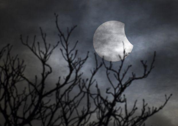 Вечером 27 июля можно будет понаблюдать за самым долгим Лунным затмением / Иллюстрация REUTERS