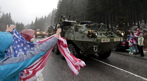 Вкраїни Балтії і Польщу США перекидають тисячі бойових машин— Навчання НАТО
