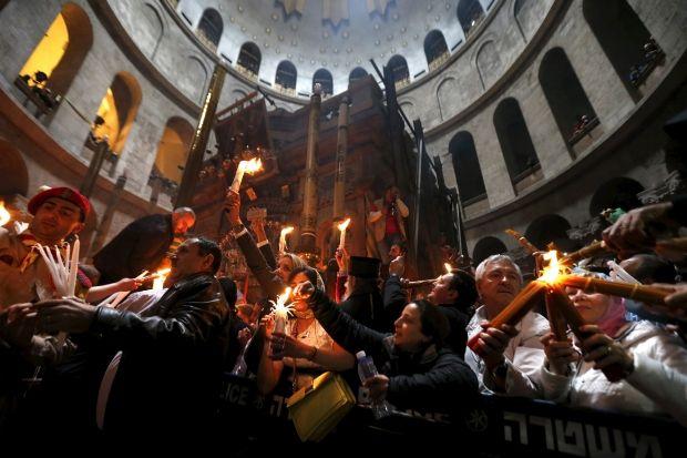 Як відбувається сходження Благодатного вогню / фото REUTERS