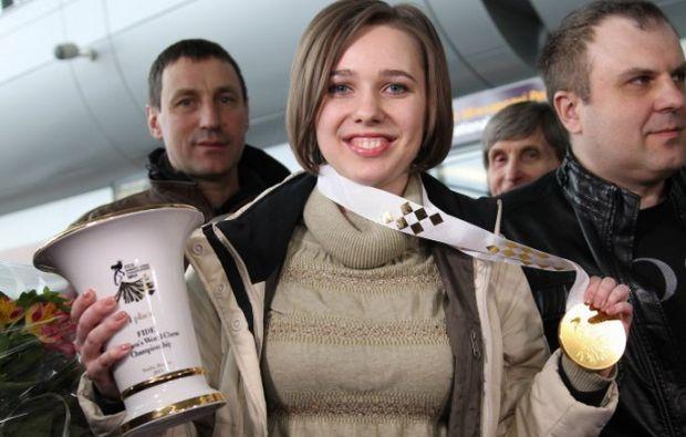 А шахматная королева показала всем свои трофеи / УНИАН
