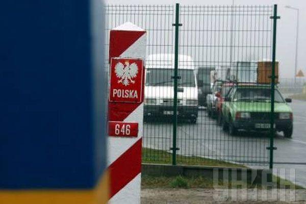 Польська прикордонна служба знайшла в українця 21 підроблений румунський паспорт/ УНИАН