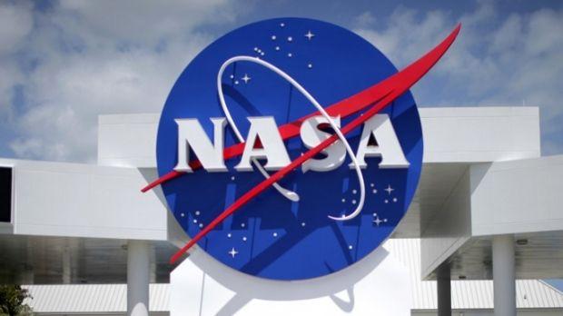 NASAпозволит ученым исследовать старые образцы лунной почвы / REUTERS
