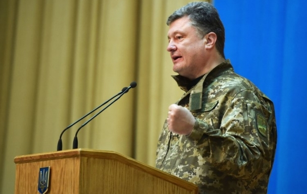 Poroshenko tasks government agencies to complete the construction of fortification facilities /Photo from UNIAN