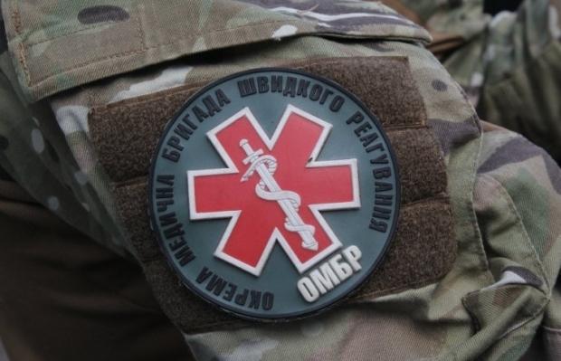 Шеврон на формі військовослужбовця окремої медичної бригади швидкого реагування, військова медицина / Фото: УНІАН