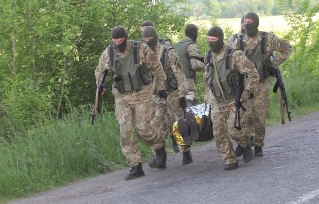 Тренинг по тактической медицине, Днепропетровск, Эвакуация раненого с поля боя, тактическая медицина, раненые / Фото: УНИАН