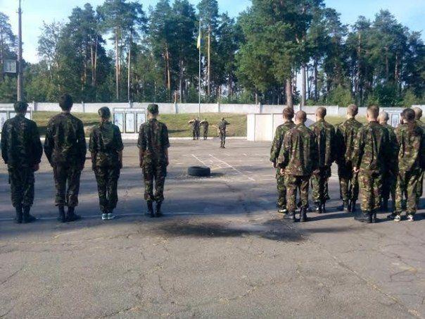 В поселке Десна проживают около 8 тыс. жителей, 3 тыс. из них являются военнослужащими \ vk.com/vo_truzyb