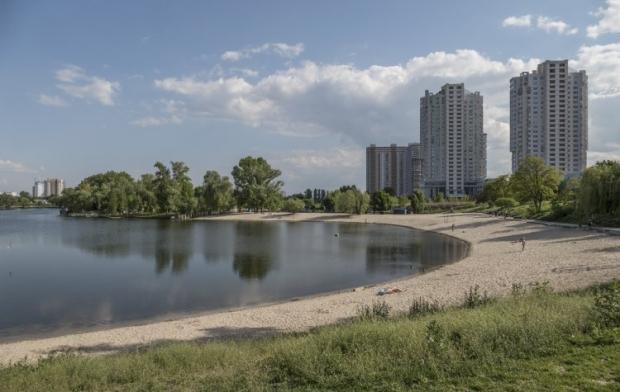 При этом запрета на купание нет ни на одном из подготовленных к летнему сезону 12 официальных пляжах столицы / фото УНИАН