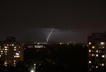 У понеділок Україну накриють зливи зі шквальним вітром