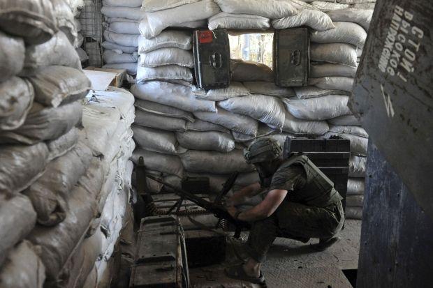 Окупанти не припиняють обстрілювати опорні пункти ЗСУ з важкого озброєння – штаб АТО