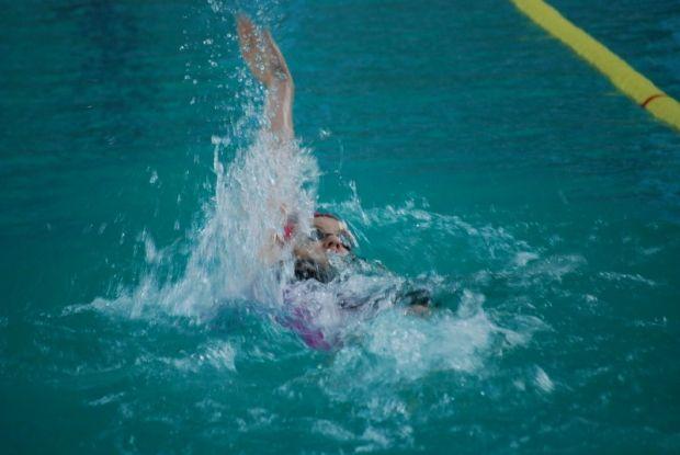 Час плавания позволяет сжечь около 500 килокалорий / фото swim.pp.ua