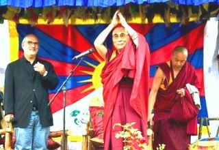 Далай-лама в Галстонбери Фото: REUTERS