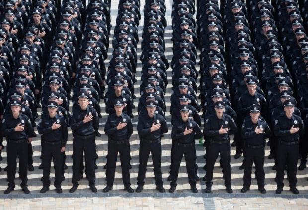 В этот день 2015 году в Киеве первые полицейские приняли присягу / фото УНІАН