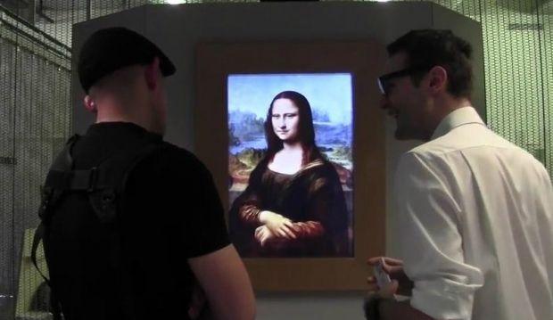 Вчені пояснили, що Мона Ліза насправді не стежить за людьми поглядом/ Living Joconde / youtube.com