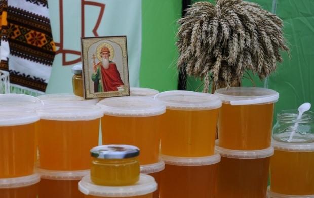 В народе Медовый спас связывают со сбором меда на пасеках / Фото УНИАН