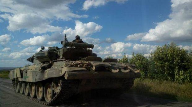На Маріупольському напрямку по Широкиному тричі вогонь вели танки / facebook.com/EuroMaydan