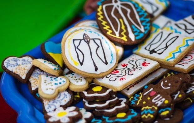 Особливо сильназалежність між недосипом і потягомдо поїдання солодощів була у жінок / Фото УНІАН